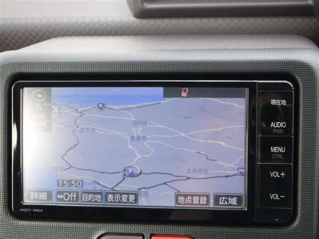 地デジTV内蔵の純正SDナビを装備♪軽量・検索スピードが速いなどメリットの多い次世代のナビです!タッチパネルでカンタン操作が可能♪車庫入れをスマートに決めるバックモニターも装着済み♪