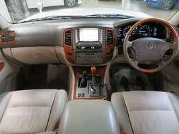 ☆高級感溢れる本革シート採用でワンランク上のドライブが楽しめます♪