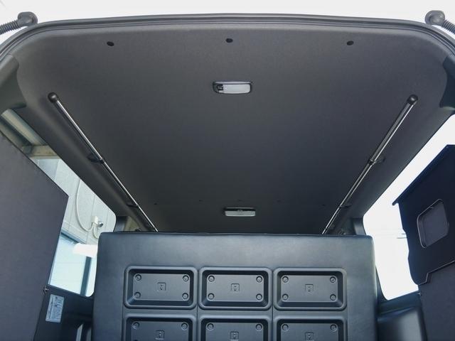 ダークプライムベースなので天井はブラック仕様です XRIDEサイドバーも標準装備