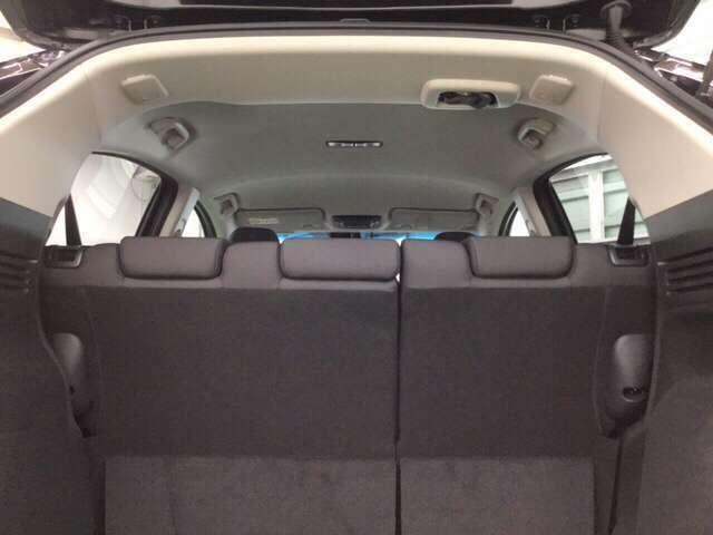 室内も余裕のあるヘッドクリアランスです。      ※ホンダセンシングと合わせて(サイドエアバッグ、サイドカーテンエアバッグ)とのセットで安全・安心感を高めます。