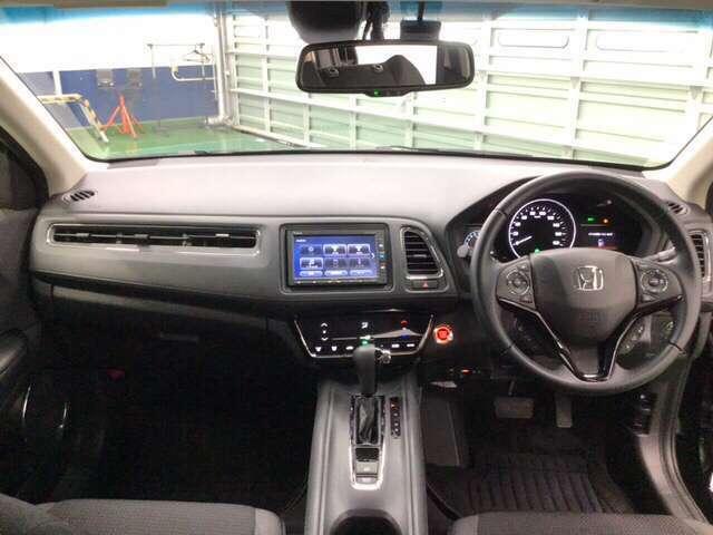 大きなガラスエリアで視界は広々。運転にゆとりが持てます。