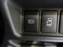 オートマチックハイビーム『先行車や対向車のライトを認識し、ハイビームとロービームを自動で切り替える機能です♪』