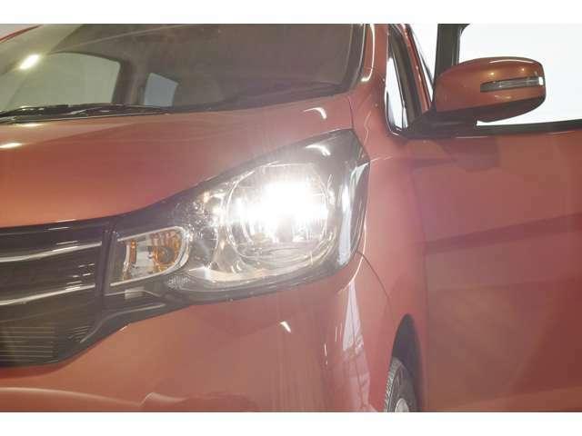 暗い夜道も明るく照らす『ディスチャージヘッドランプ』☆夜のドライブも視界は良好で安全運転の強いミカタです♪