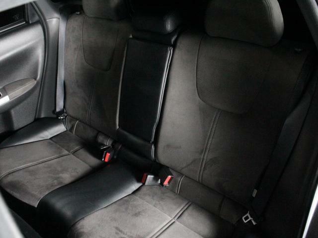 後部座席に目立つ傷等ありません!使用感は有りませんね!