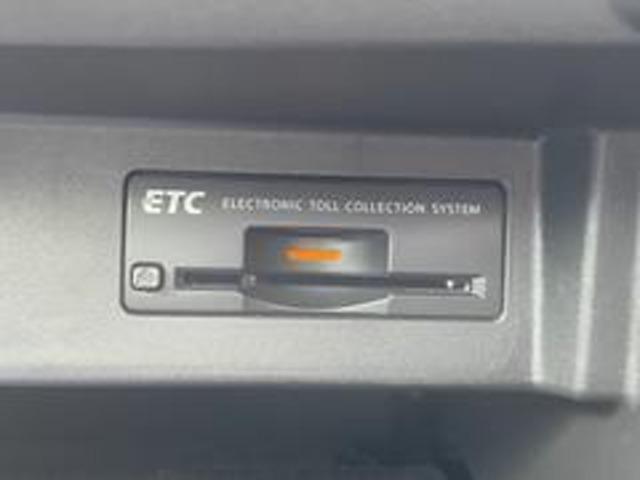 ビルトインETCが完備されています!埋込み式なので、運転の邪魔にならなく、カードの出し入れも楽です♪高速道路では、とても重宝するアイテム☆料金所をスルーできる事から、一度使用したら手放せない品物です!