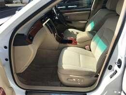 運転席は常に使用する部分ですので、座り心地が重要です!ぜひ一度体感してください!!