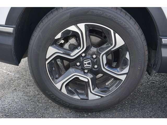 ホンダ純正アルミイールが足元を飾ります。タイヤサイズは、【235/60R18】です。