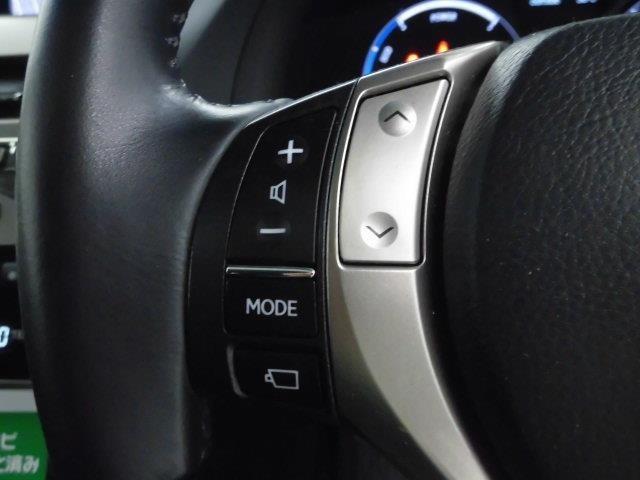 ハンドル左側のスイッチはオーディオの切り替え・選曲・音量調整が出来ます。