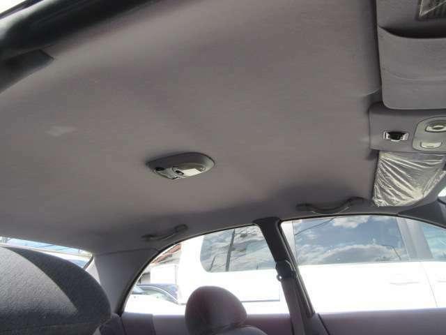 天井の破れも汚れもなく比較的綺麗です。