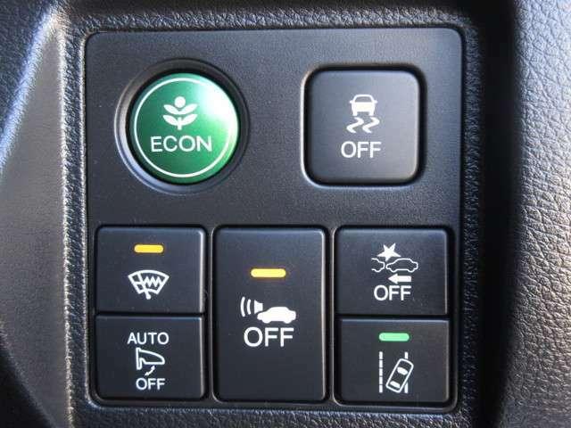 レーザーを照射しカメラで前走車等を検知し衝突の回避・軽減を図るホンダセンシングとVSA(車両挙動安定化制御システム)走る・曲がる・止まるの全領域で安定性を確保するためのシステム装備。安心ですね!