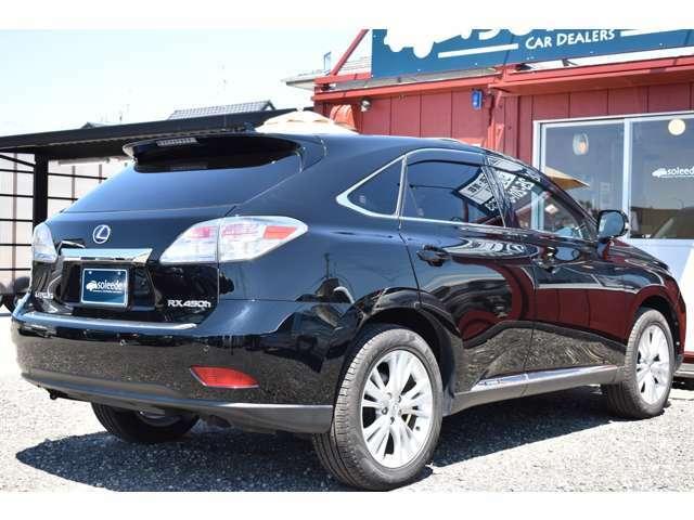 「高級セダンの乗り心地と快適性を兼ね備えたSUV」がコンセプトのお車でございます ☆全車ご納車前の整備では、エンジンオイル・オイルフィルター・ワイパーは無条件にて交換させて頂きます☆