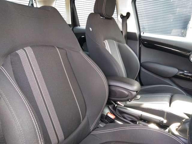 ドアトリムも特徴のあるデザインです。しっかりした厚みのある安全性の高いボディです。