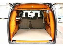 キャンピングカーはフジカーズジャパンにお任せ下さい。ベース車の車両整備は勿論、キャンピング架装部の点検やメンテナンスもお任せ下さい。備品取付も是非ご用命下さい。