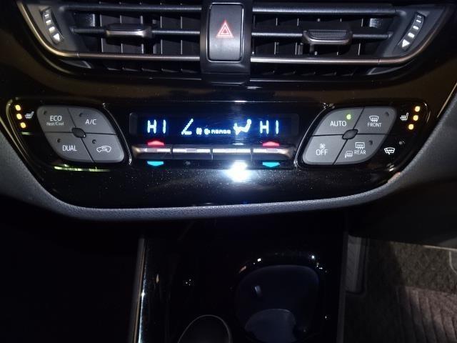 前席の左右で違う温度設定も可能なオートエアコンです★フロントシートには寒い季節に暖かく快適なシートヒーターを装備!エアコンとは異なる快適感です!
