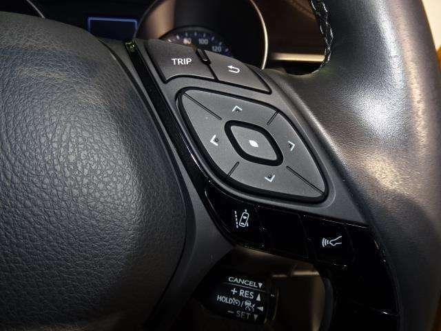 【レーダークルーズコントロール】2種類のセンサーで車速に応じた車間距離を保ちながら走行!高速道路の渋滞時など、停止・発進を繰り返すシーンでドライバーの運転負荷を大幅に軽減します!