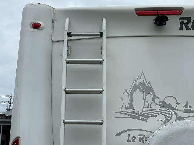ホイールキャップ・アルミホイールのブレーキダスト等の頑固な汚れは納車時綺麗にし納車致します。