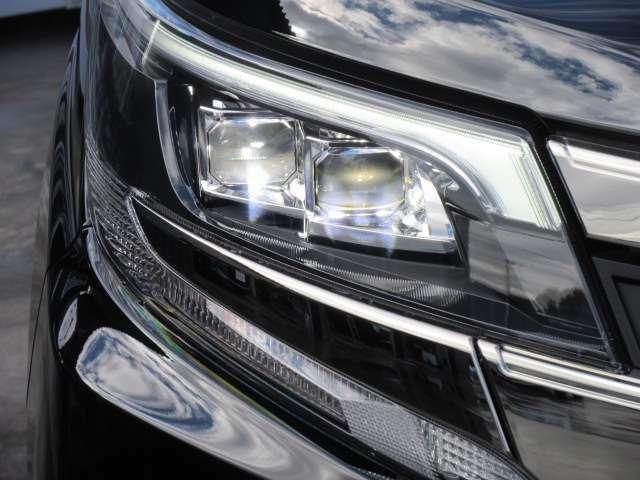 純正LEDヘッドライト&純正LEDポジションランプ付き♪ 2眼LEDヘッドライトで夜間も明るく、スタイリッシュなエクステリアになります♪