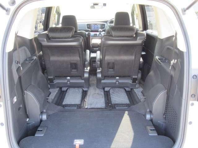 サードシート収納すれば、広いラゲッジスペースが出来ますよ☆