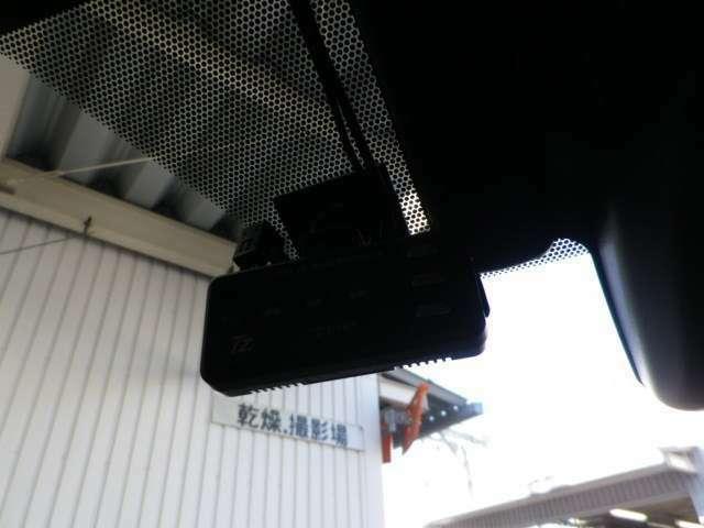 万が一のアクシデントに備えた安心の社外ドライブレコーダー付き!