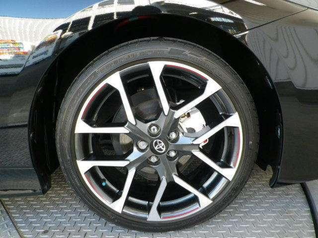 純正18インチアルミ!タイヤサイズは225/40R18です