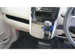 タッチパネル式のオートエアコンで見た目も良く、空調もバッチリ!!