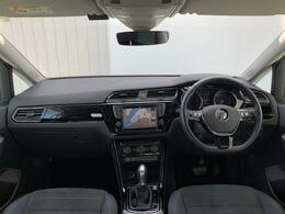 上質な室内空間の中にスポーティーさも加わり、運転するのが楽しくなる雰囲気を演出。