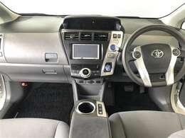 まとまりがあり使いやすいデザインの運転席周り。