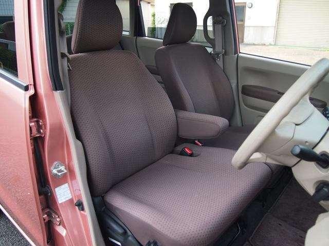 運転席シート♪   ベンチシートで広々、ゆったり座れます♪  破れもなく綺麗です♪   車内クリーニング済み♪♪♪