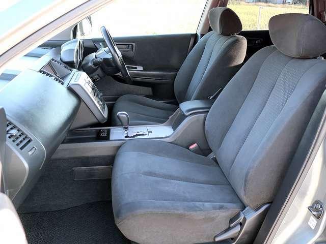 【パワーシート】運転席はパワーシートとなりますので、ボタン一つで細かなシートポジションが設定可能です。
