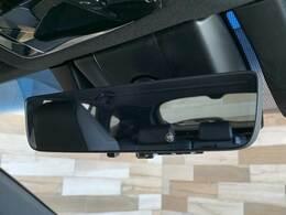 「デジタルインナーミラー」車両後方のカメラ映像をミラー面に映し出すので、車内の状況や、天候などに影響されずいつでもクリアな後方視界が得られます。