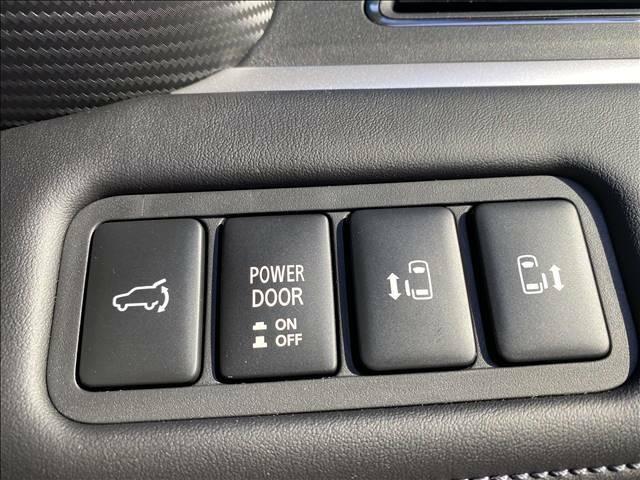 ミニバンの定番オプション両側パワースライドドアを装備しております!ワンタッチオープンも可能で非常に便利です!