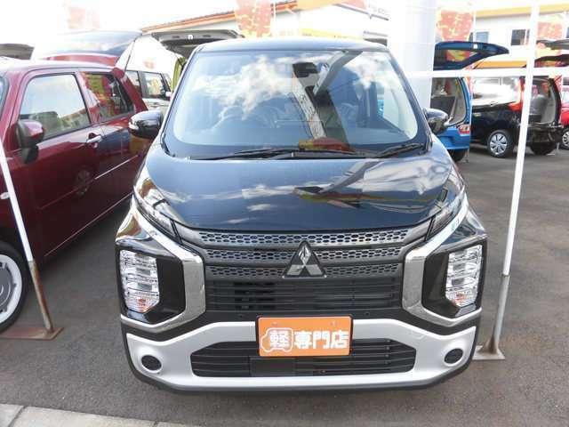 人気SUV軽自動車の三菱のEKクロスの届出済未使用車です。