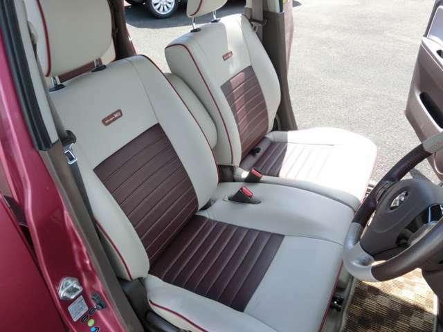 運転席シートは前後調整にプラスして上下調整が出来、ドライバーに合わせた運転ポジション設定ができます。