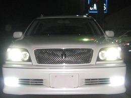 HIDヘッドライト&LEDフォグランプを全点灯しました。非常に明るくナイトドライブのお手伝いをします。