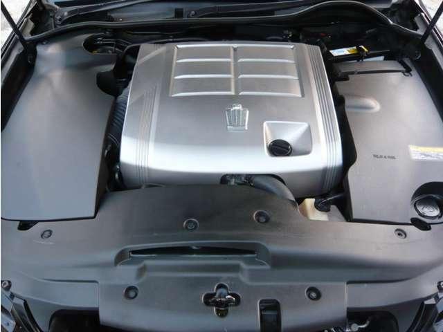 エンジンルームも綺麗に清掃・ワックス済みのお車です♪エンジン及び各機関共に良好で調子もとても良いです♪タイミングチェーン仕様のお車の為、10万km時に交換する必要ございません!