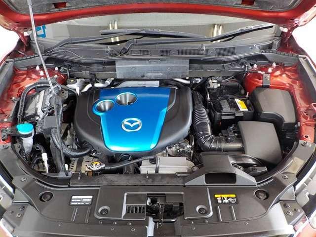 2.2LのSKY-Dエンジンです。アクセルを踏み込むと、背中がシートへ押される位の加速を味わっていただけます。しかも低燃費です。