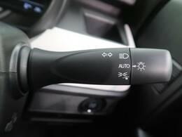 【オートライト】自動でヘッドライトの点灯・消灯ができる機能です!ライトの消し忘れなどが無くなりますよ♪