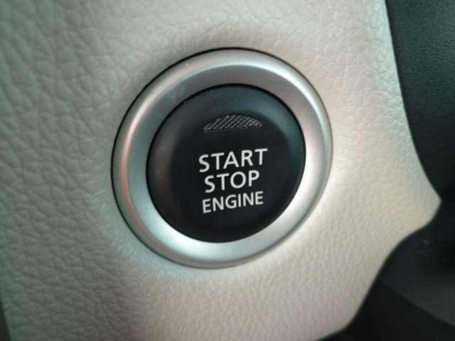 ブレーキを踏んでボタンを押すだけでエンジンがかかります
