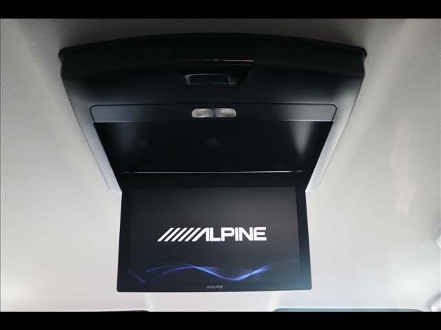 ALPINEフリップダウンモニターを装備しておりますので後部座席の方も映像をお楽しみいただけます♪