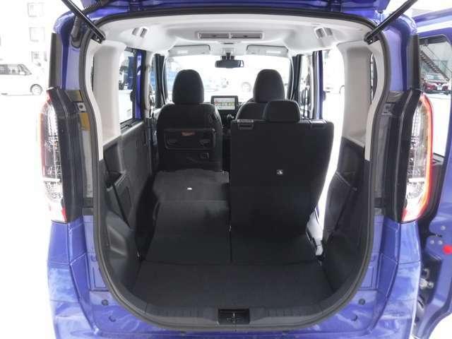 リヤシートを倒す事で荷物に合わせたスペースが作れます!