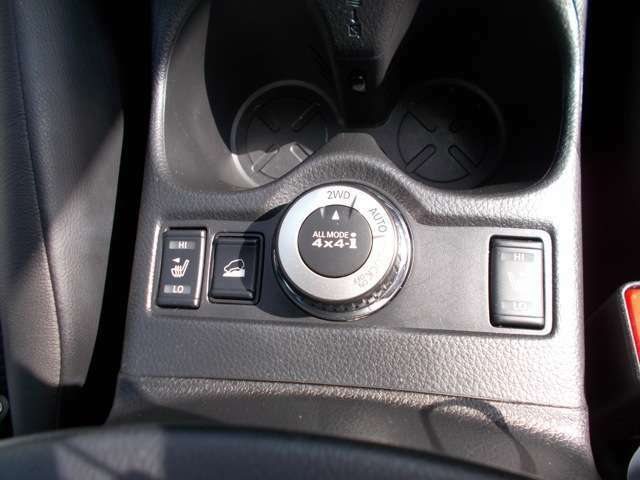 2WD 4WDに路面状況に応じて切り替えが可能です。