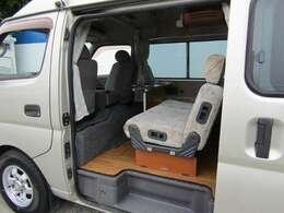 2列目シートは足元も広々でファミリーカーとしてもご使用可能です♪