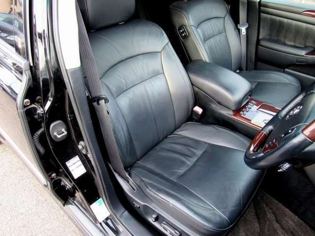 運転席のシート画像になります!!シートメモリー機能も御座います!