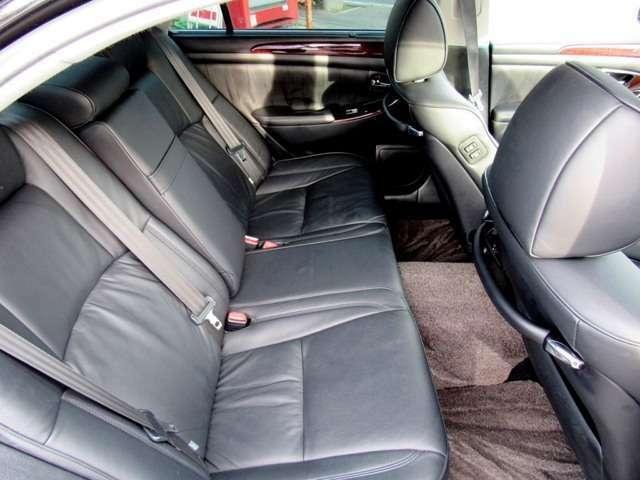 後部座席のシート画像になります!!シートリクライニング機能付き!