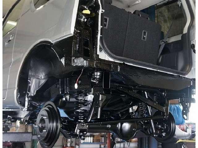 Bプラン画像:シャーシブラックより粘度が高くより錆びや腐食に強いです。サビの上からでも施工でき、自己修復性もあります。効果約3~4年!※車種により値段が変ります。