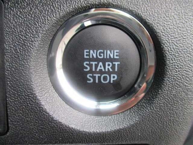 【プッシュスタート・キーフリー】 カギを挿すことなくドアの開閉、エンジンの始動をボタン一つで行ってくれます。