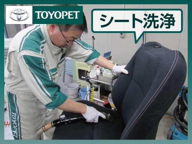 取り外したフロントシートは、1.スチーム(蒸気)洗浄で熱を加え汚れを浮かせて除菌。2.専用洗剤塗布。3.ブラッシング。4.リンス洗浄&バキューム除去。5.タオルで拭き上げ・艶出し(樹脂部)。