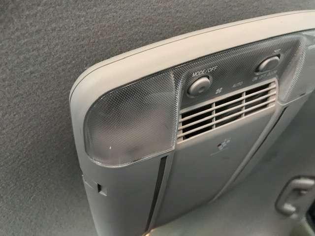 空気清浄機付です。ルームランプが内蔵されております。