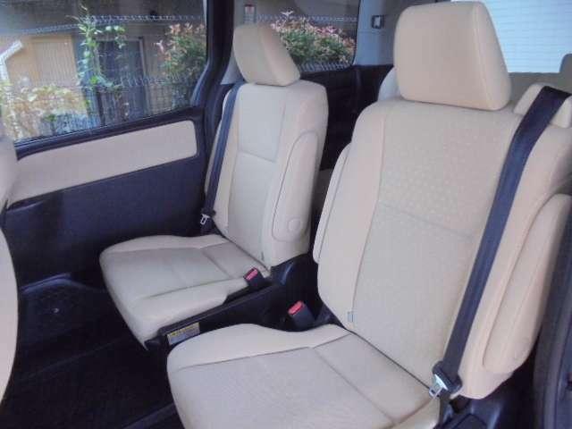 セカンドシートは前後左右に移動調節可能で様々なシートアレンジに対応できます!