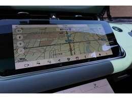 先進のナビゲーションシステムを搭載。10インチの大画面で、交通状況による案内や3D画面対応でドライバーを的確にサポートします。